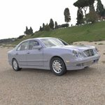 Click to see information about the 'Mercedes Benz E-320 2000 (for Wavefront OBJ)'.
